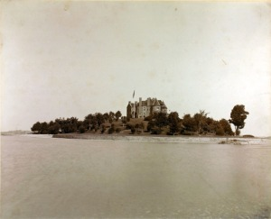 Calumet Castle, courtesy Thousand Islands Museum, obtained from nyheritage.org.