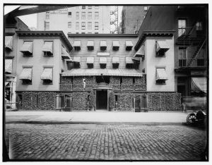 Mouquin Restaurant & Wine Co., Sixth Avenue, New York, N.Y. 1905-1915. Library of Congress Prints and Photographs Division.