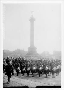 Revue, Place de la Bastille, 14/7/17. Agnece Rol. Bibliothèque nationale de France, département Estampes et photographie, EI-13 (562).