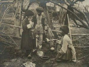 Conservazione del vino in villaggi armeni. Beasley, Gertrude E. 1923. Società geografica italiana. [1]